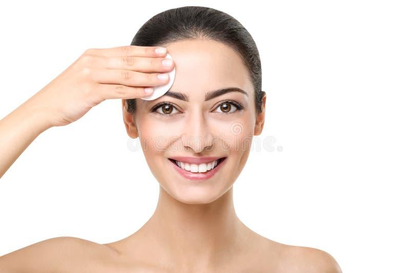 Menina indiana bonita com pele perfeita, limpeza da cara fotos de stock