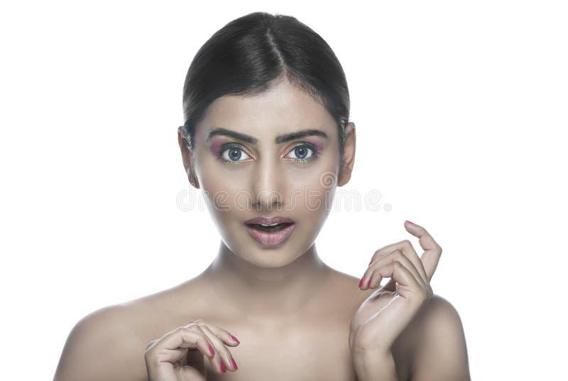 Menina indiana bonita surpreendida feliz fotografia de stock