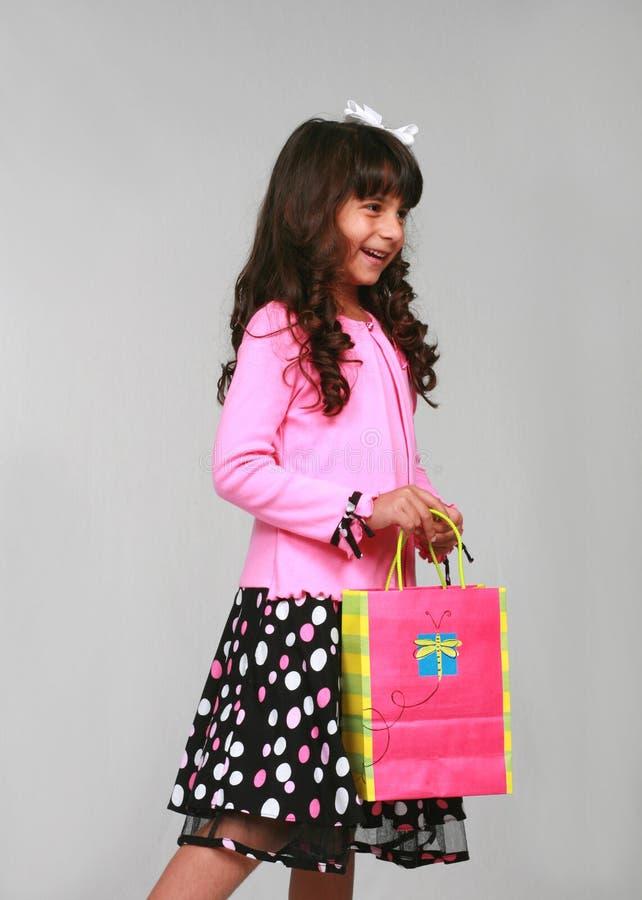 Menina indiana com saco do presente fotografia de stock royalty free