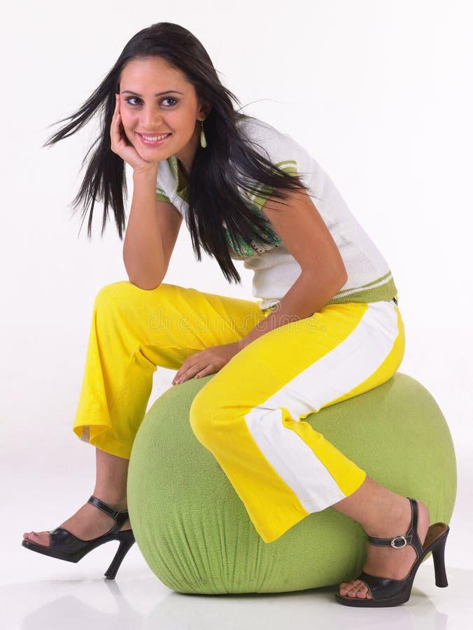 MENINA INDIANA COM TRAJE MODERNO imagens de stock royalty free