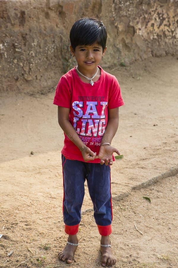 Menina indiana pequena bonita com sorriso imagens de stock royalty free
