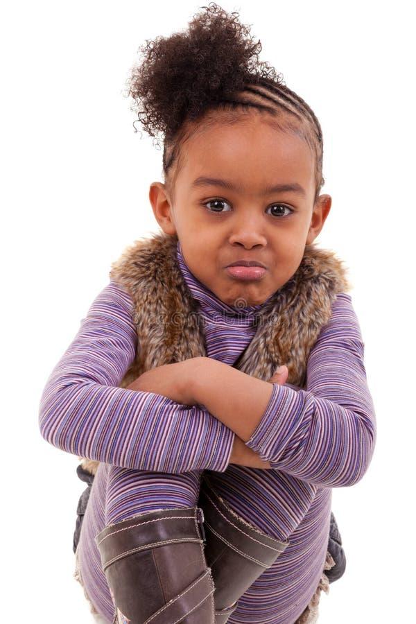 Menina irritada amercan africana pequena bonito - pessoas negras imagens de stock