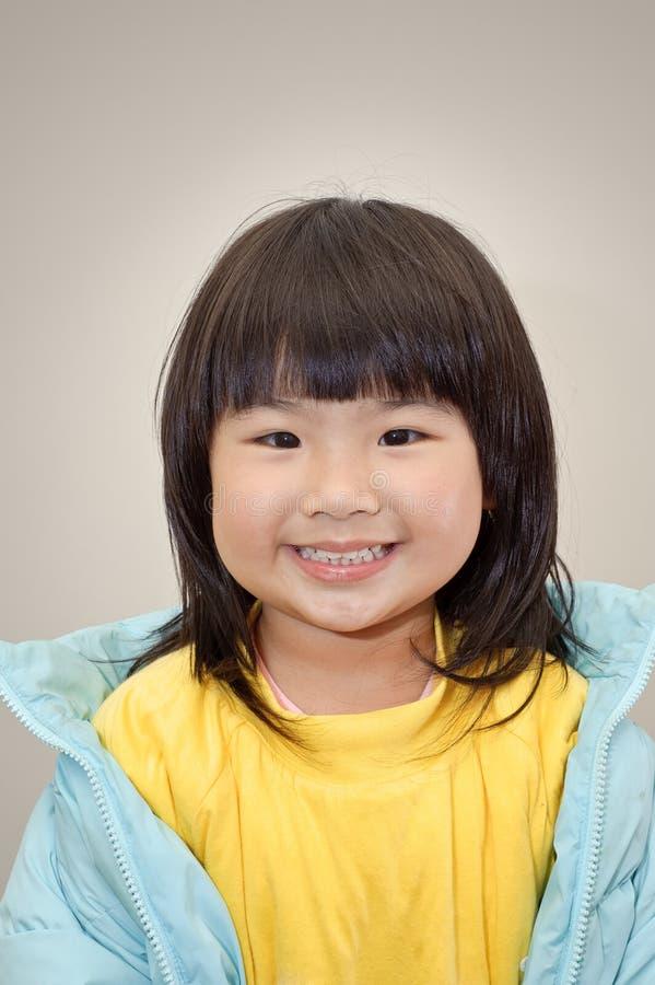 Menina japonesa alegre imagens de stock