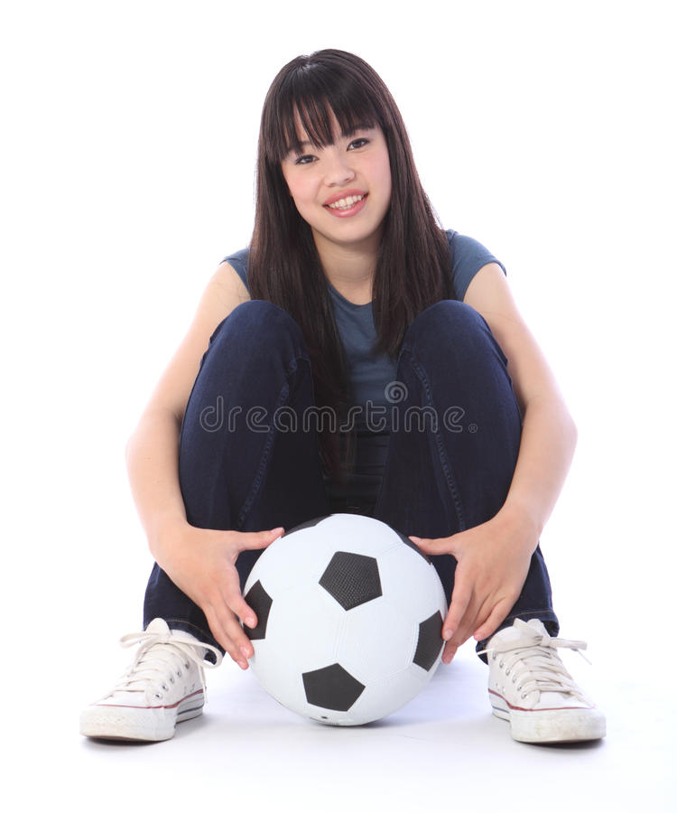 Menina japonesa do estudante do futebol do adolescente bonito fotos de stock royalty free