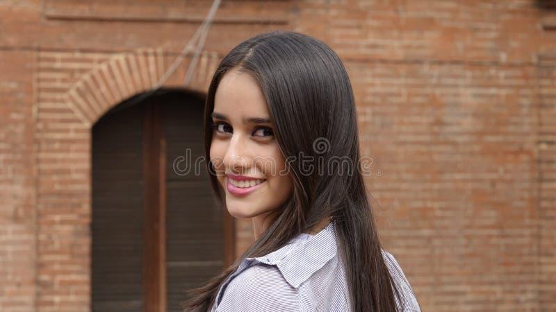 Menina latino-americano adolescente de sorriso fotos de stock royalty free