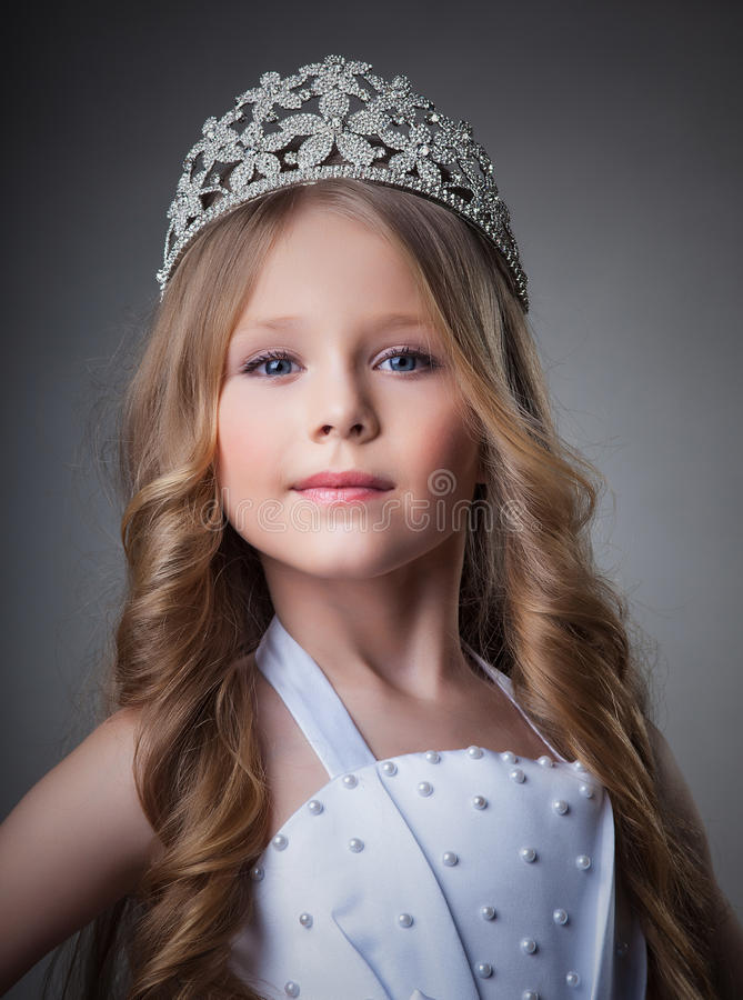 Menina lindo na coroa imagens de stock royalty free