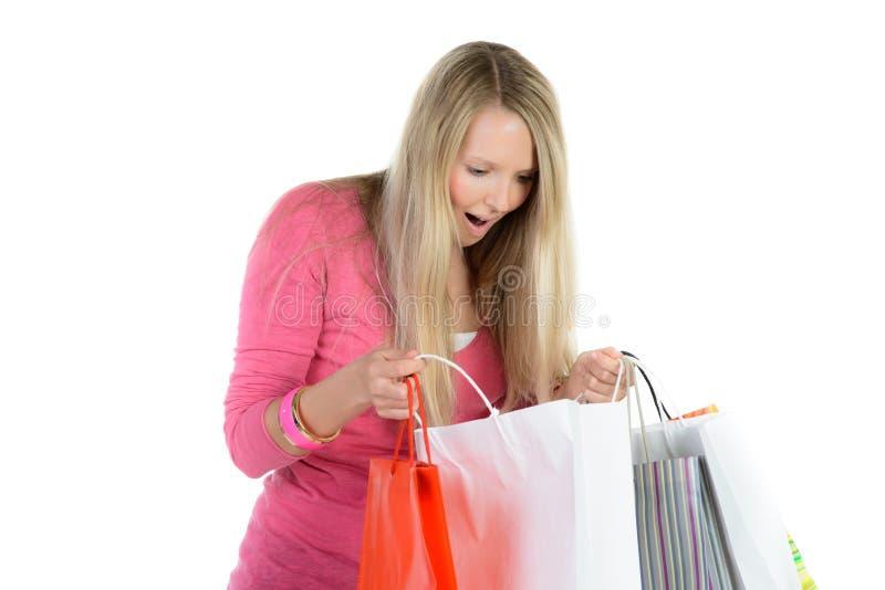 menina loura bonita com muitos sacos de compras fotografia de stock royalty free