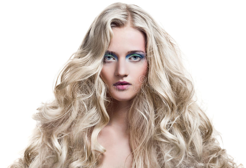 Menina loura. Cabelo Curly longo saudável. foto de stock