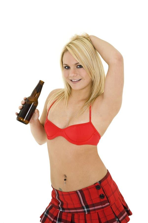 Menina loura com cerveja fotos de stock royalty free