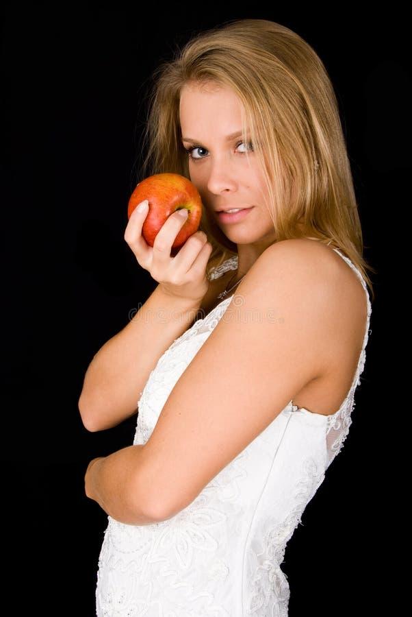 Menina loura com maçã vermelha imagens de stock royalty free