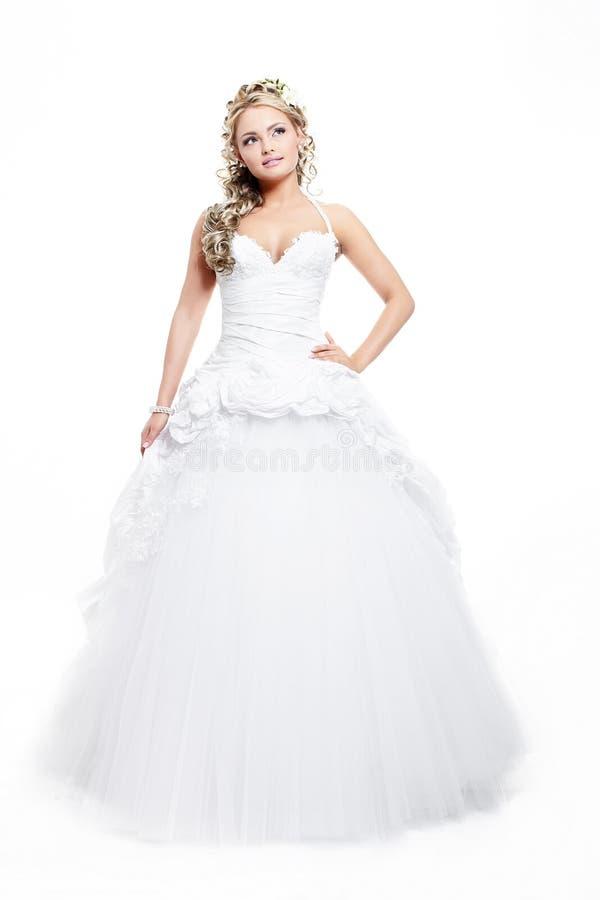 Menina loura da noiva bonita no vestido de casamento branco imagem de stock royalty free