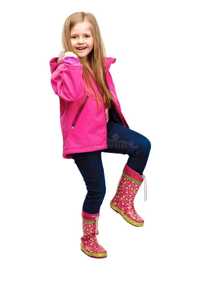 Menina loura de Littlt com a forma longa do cabelo que levanta no backg branco foto de stock
