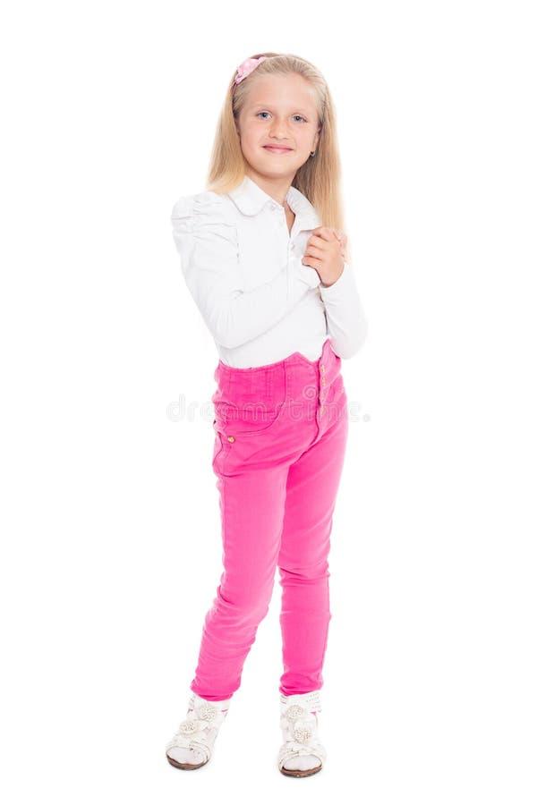 Menina loura em calças de brim cor-de-rosa foto de stock