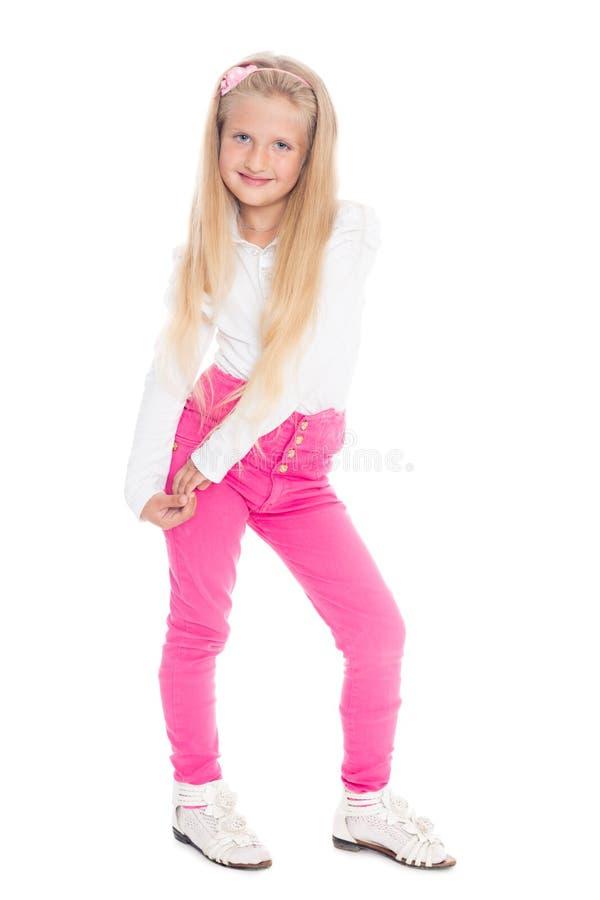 Menina loura em calças de brim cor-de-rosa foto de stock royalty free