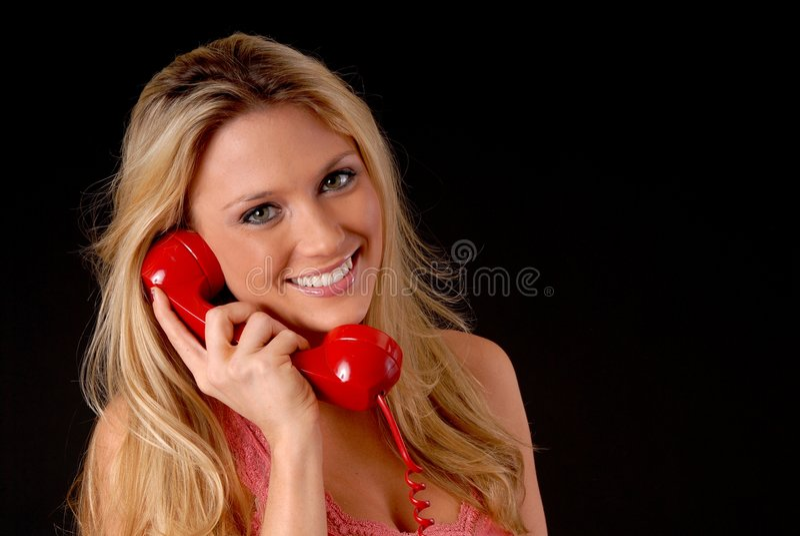 Menina loura encantadora no telefone imagem de stock