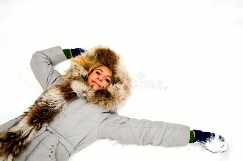 Menina loura na neve foto de stock