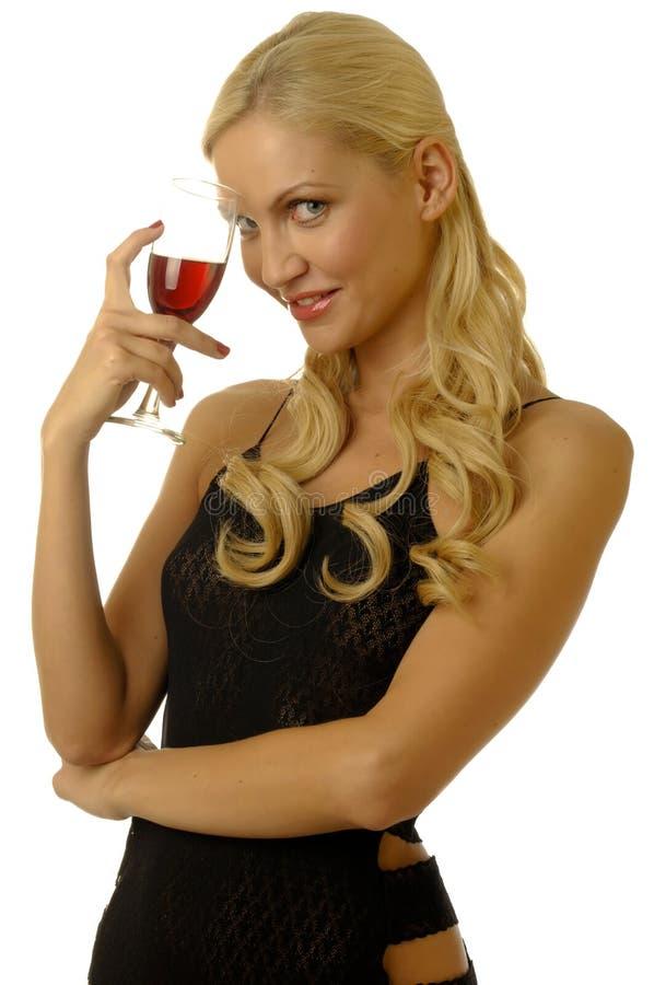 Menina loura no vestido de noite com vinho foto de stock