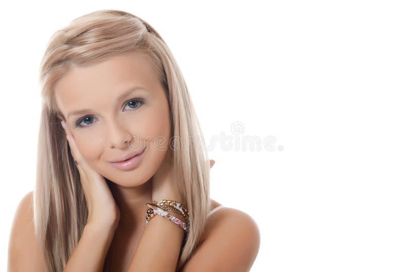 A menina loura nova com cabelo bonito fotografia de stock