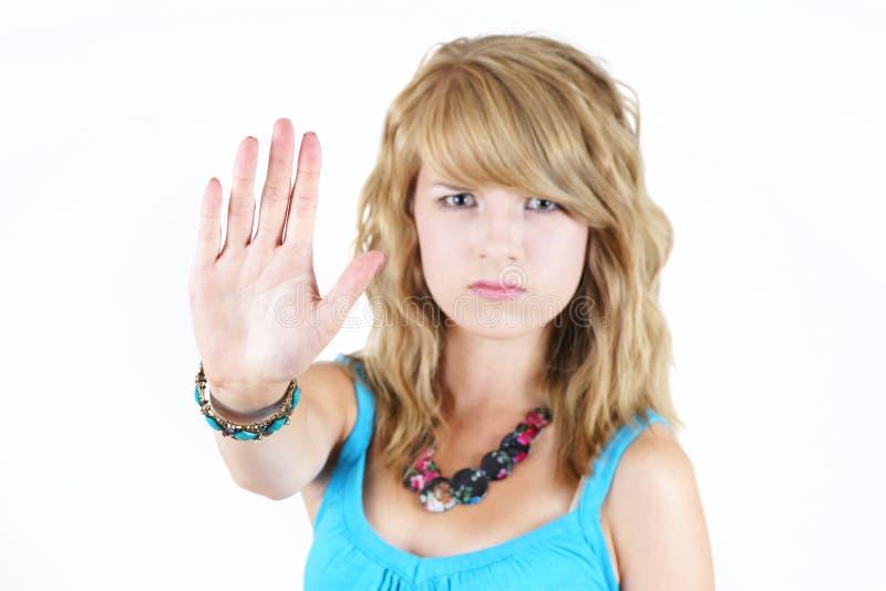 Menina loura nova que faz o gesto do BATENTE imagens de stock