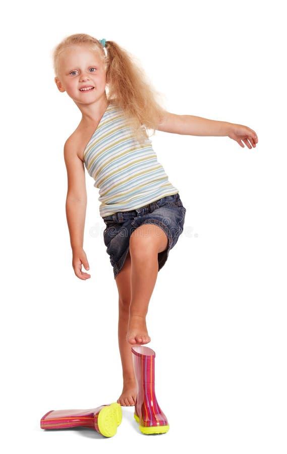 Menina loura pequena encantador vestindo as botas de borracha isoladas foto de stock royalty free