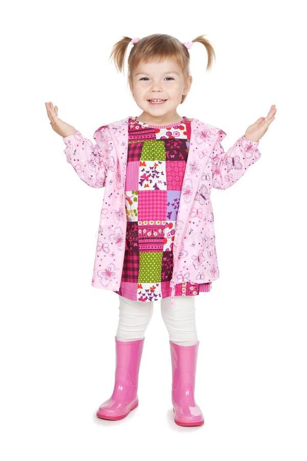 Menina loura pequena feliz em carregadores cor-de-rosa foto de stock