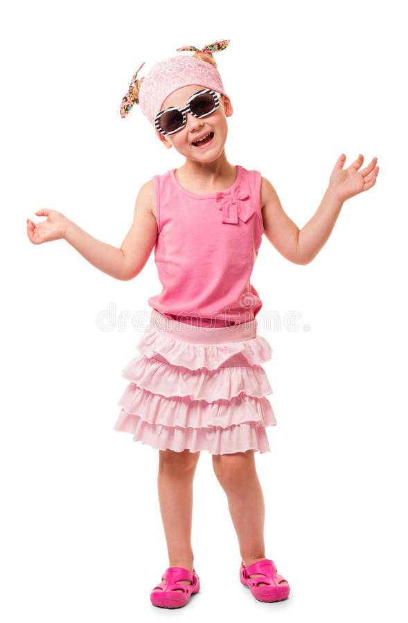 Menina loura pequena no lenço e nos óculos de sol isolados no branco fotografia de stock royalty free