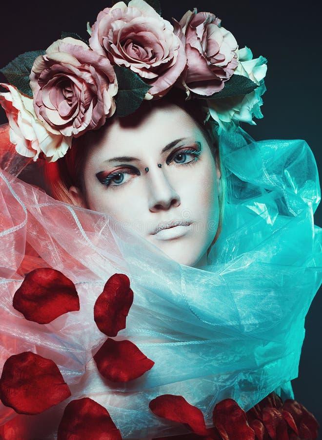 Menina mágica com rosas imagem de stock royalty free