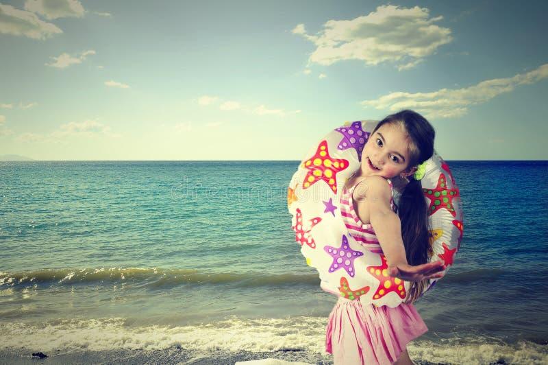 Menina, mar, círculo, verão, criança imagens de stock