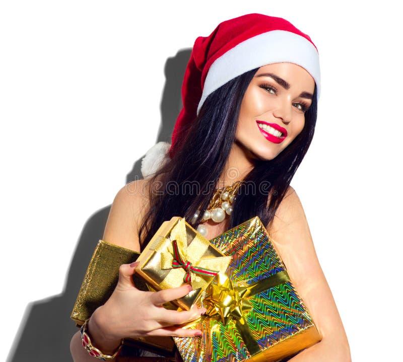 Menina modelo do Natal Santa 'sexy' que guarda presentes imagens de stock royalty free