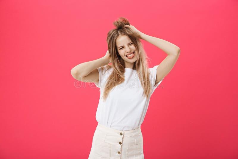 Menina modelo nova positiva, emoções engraçadas, dentes brancos mulher de sorriso, revestimento exterior Coleção da forma, equipa imagem de stock royalty free