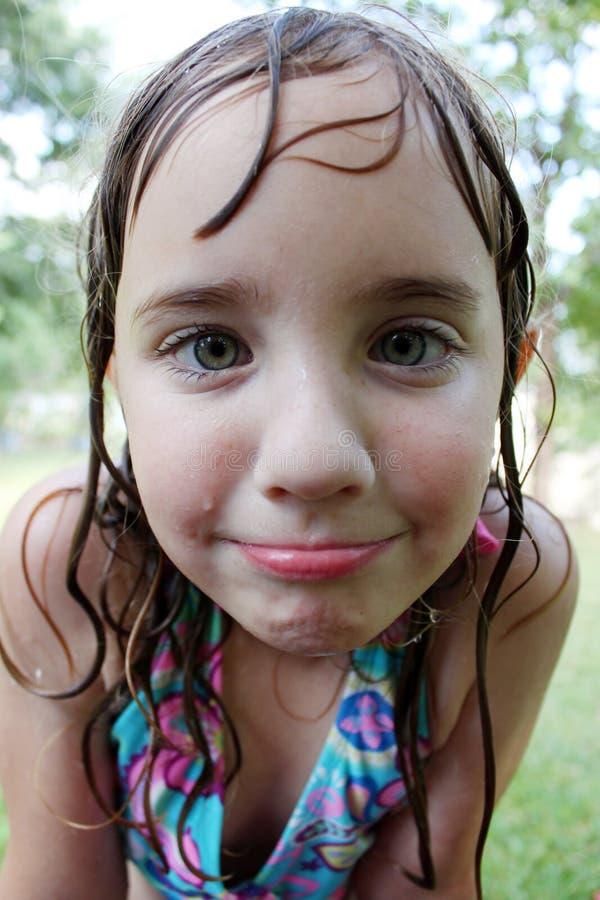 Menina molhada pequena fotografia de stock