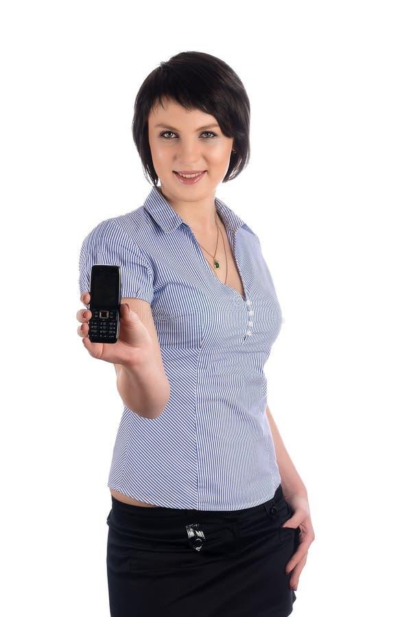 A menina moreno bonita mostra o telefone celular imagem de stock royalty free