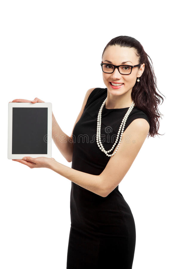 Menina moreno no vestido preto que guarda o ipad fotos de stock royalty free