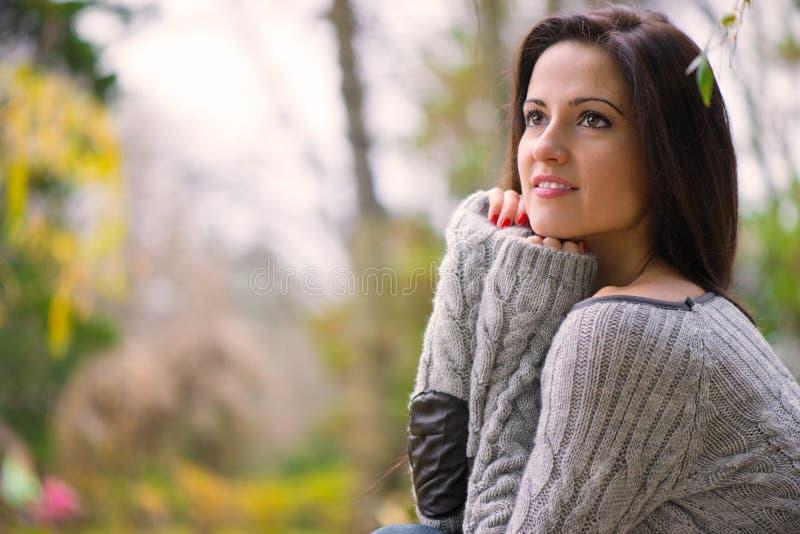 Menina moreno nova bonita fotos de stock royalty free