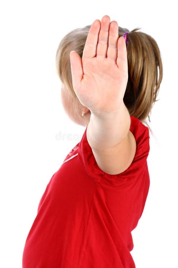 A menina mostra a negação com sua mão isolada no branco imagem de stock