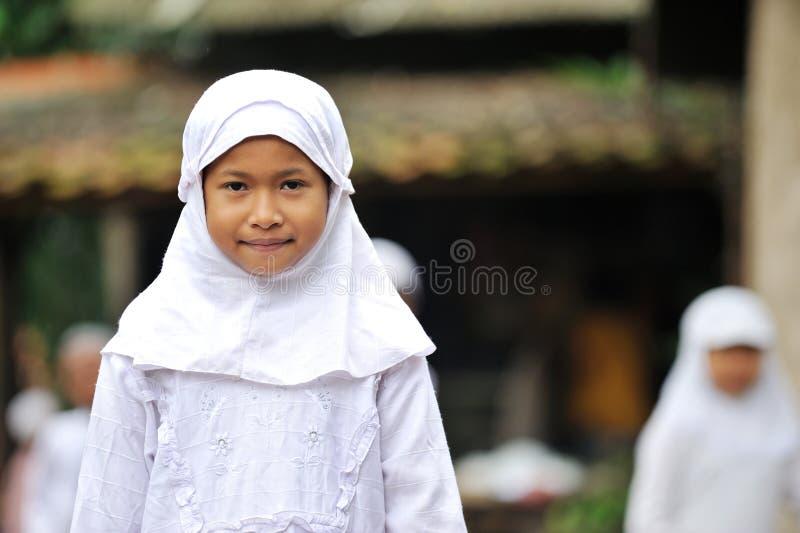 Menina muçulmana na escola imagem de stock royalty free