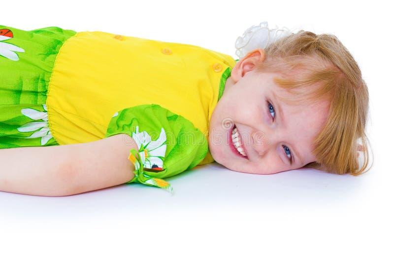 Menina muito bonita em um verão verde fotografia de stock royalty free