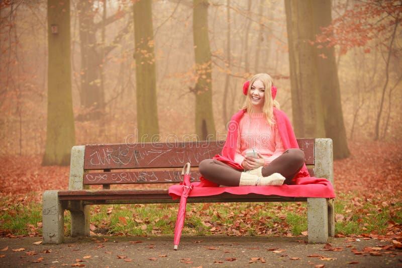 Menina muito bonita no parque foto de stock royalty free