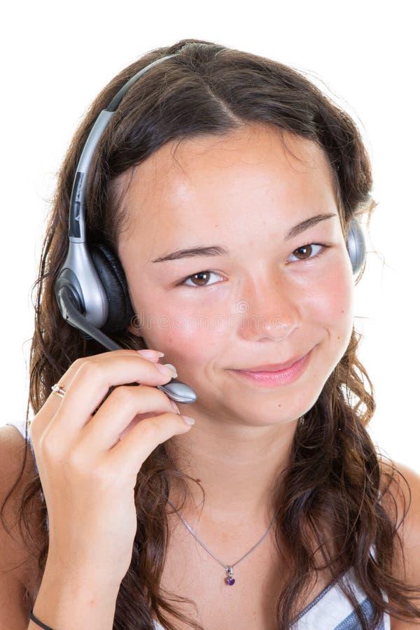 Menina muito inteligente e encantadora com microfone de ouvido na cabeça isolada em fundo branco fotos de stock royalty free