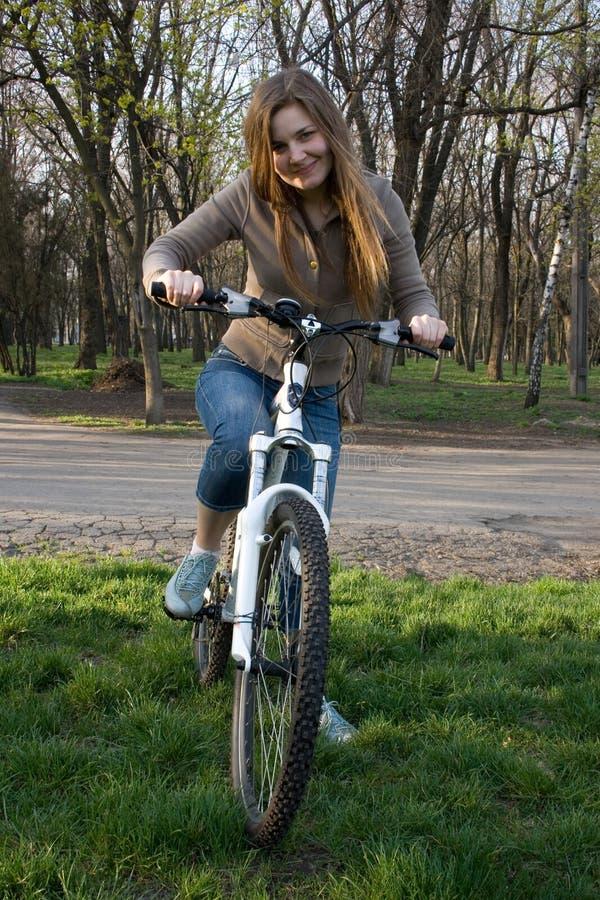 Menina na bicicleta imagens de stock