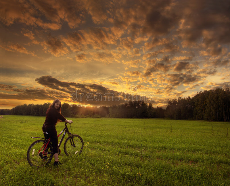 Menina na bicicleta fotos de stock