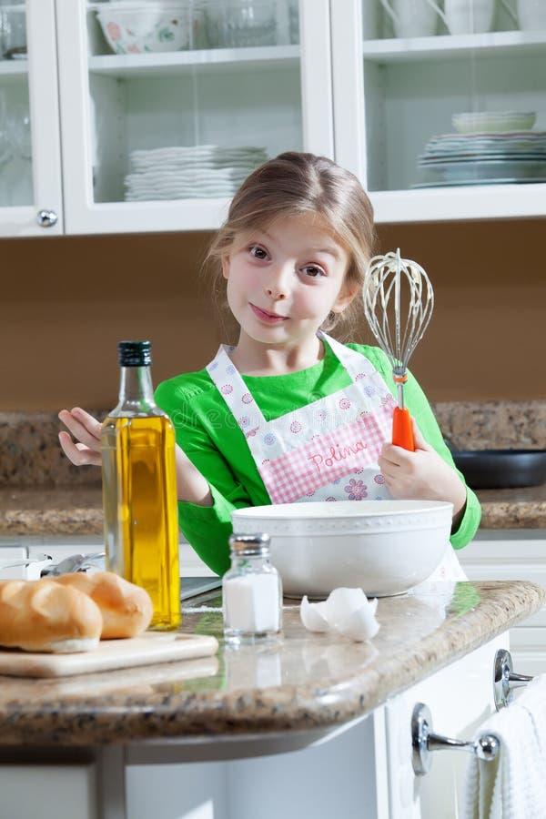Menina na cozinha fotografia de stock royalty free