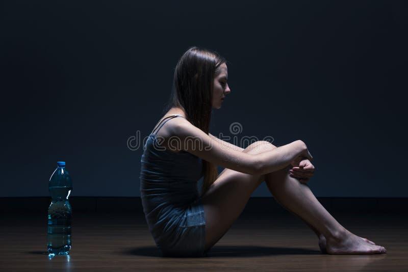 Menina na dieta da água foto de stock
