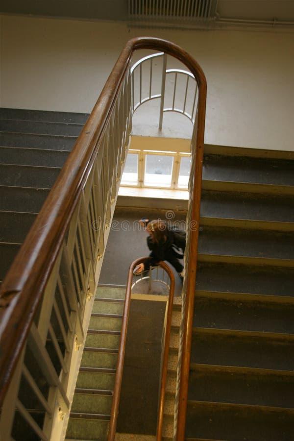 Menina na escadaria da escola imagens de stock royalty free