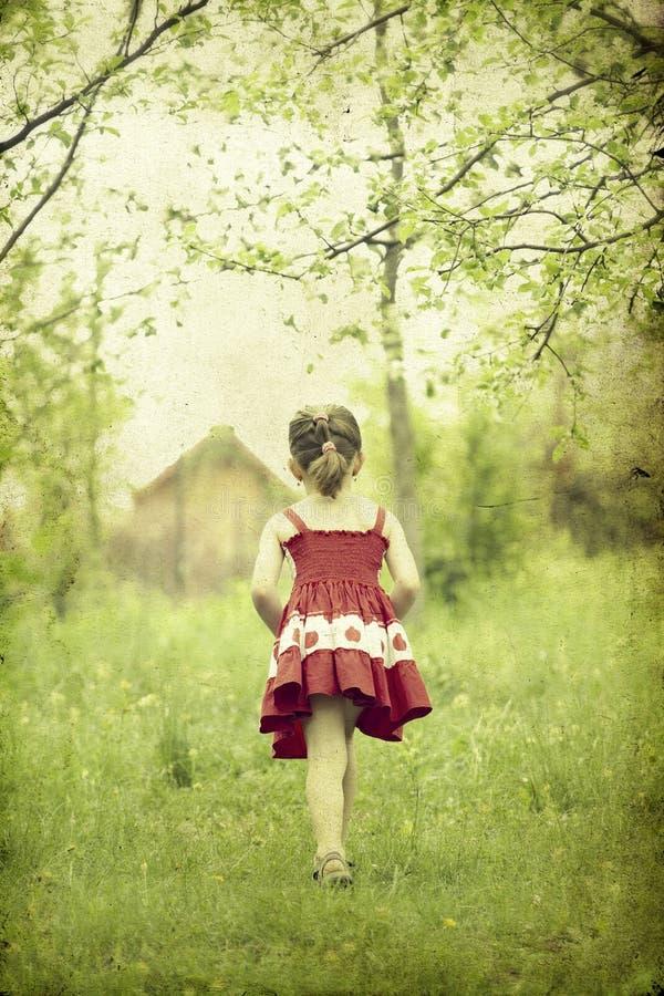 Menina na foto parque-velha imagens de stock