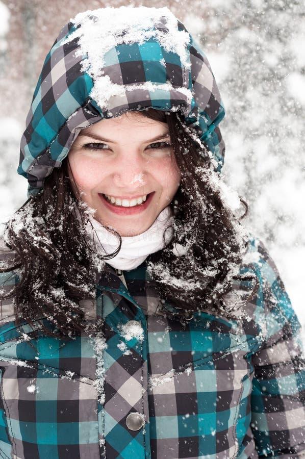 Download Menina na neve foto de stock. Imagem de frio, azul, atrativo - 26512682