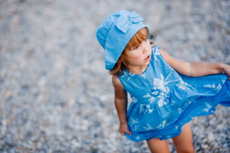 Menina na praia foto de stock royalty free
