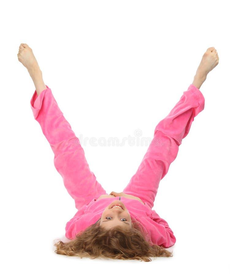 A menina na roupa cor-de-rosa representa a letra v fotografia de stock
