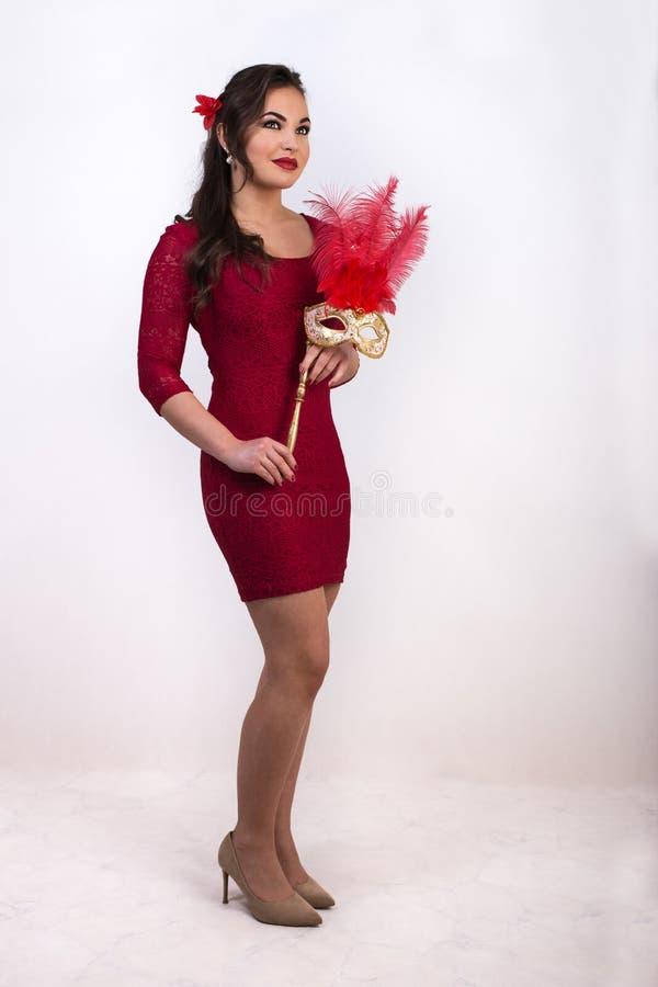 Menina na roupa vermelha com máscara imagem de stock royalty free