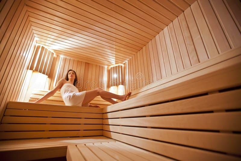 Menina Na Sauna Fotos de Stock